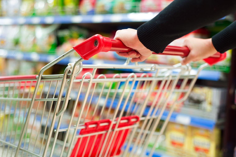 52b96726f Carrinhos de supermercado carregam bactérias perigosas à saúde ...